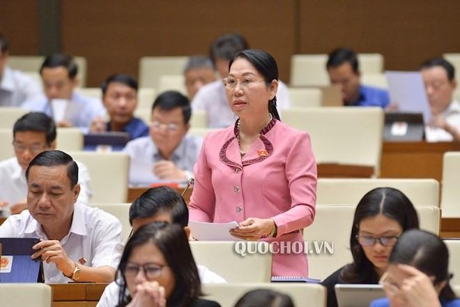 ĐB Nguyễn Thanh Thủy (ĐBQH tỉnh Hậu Giang) phát biểu thảo luận
