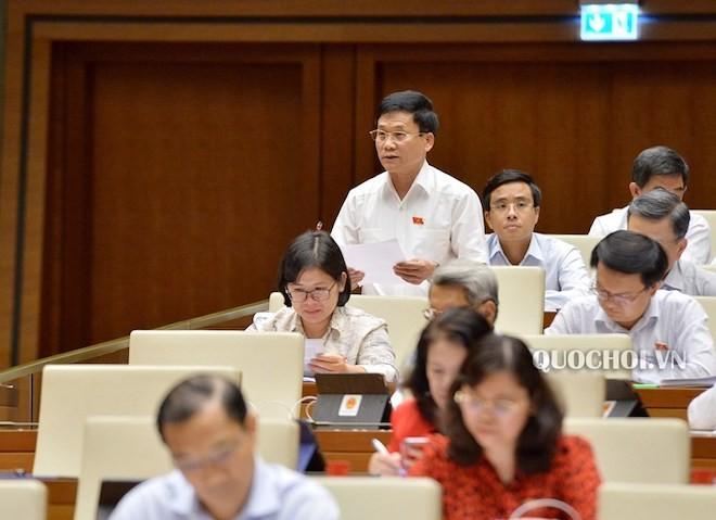 ĐB Trần Văn Mão phát biểu thảo luận tại hội trường Quốc hội