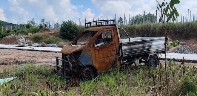 Chiếc xe bán tải bị kẻ xấu đốt trơ khung