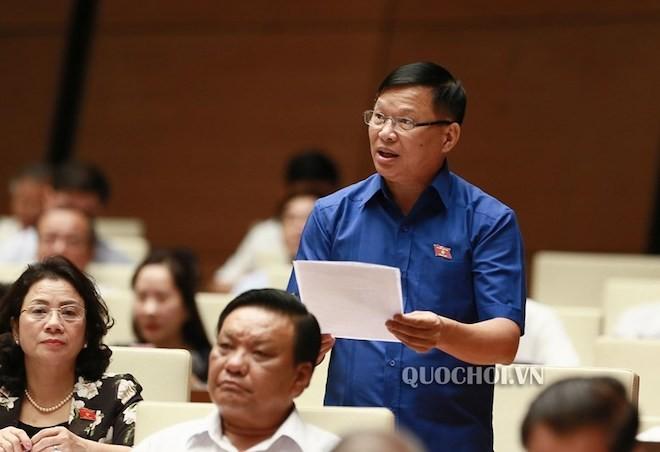 Đại biểu Trần Văn Tiến, Đoàn ĐBQH tỉnh Vĩnh Phúc phát biểu.