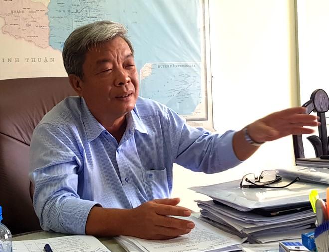 Ông Trần Văn Minh - Chủ tịch UBND thị xã Ninh Hòa trao đổi với phóng viên