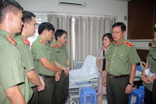 Đồng chí Phó Giám đốc CATP Hà Nội đề nghị chỉ huy CAQ Ba Đình phối hợp với bệnh viện tập trung chăm sóc sức khỏe để đồng chí Binh sớm bình phục