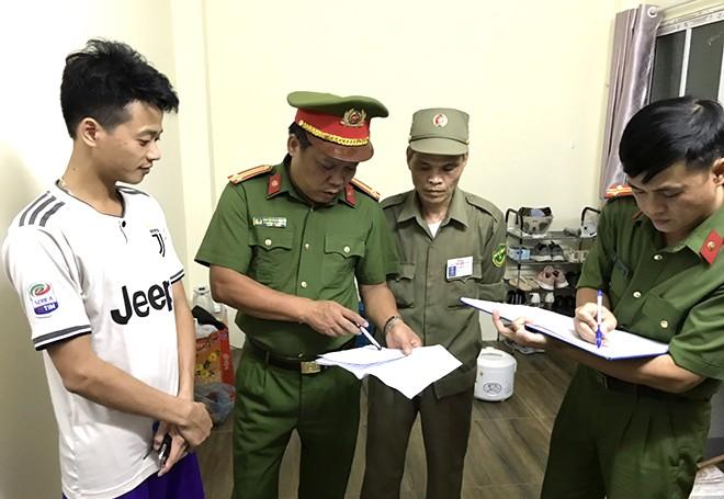 CAP Ngọc Khánh tập trung kiểm tra việc tạm trú, tạm vắng tại các khu nhà trọ, khách sạn