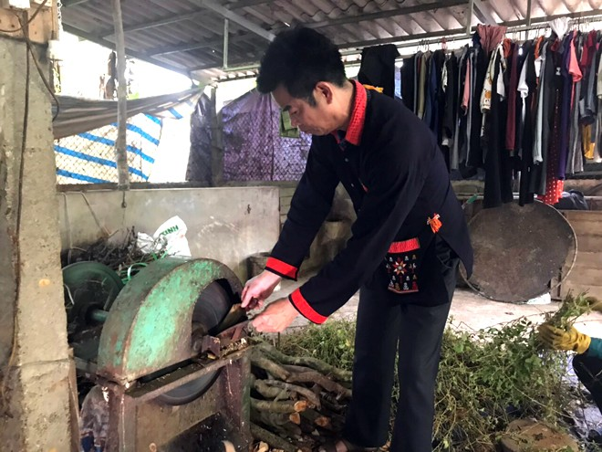 """Không những làm kinh tế giỏi mà ông Lý Văn Phủ còn là 'Hòa viên giỏi"""" và cũng là người """"giữ lửa"""" truyền thống dân tộc Dao thôn Yên Sơn"""