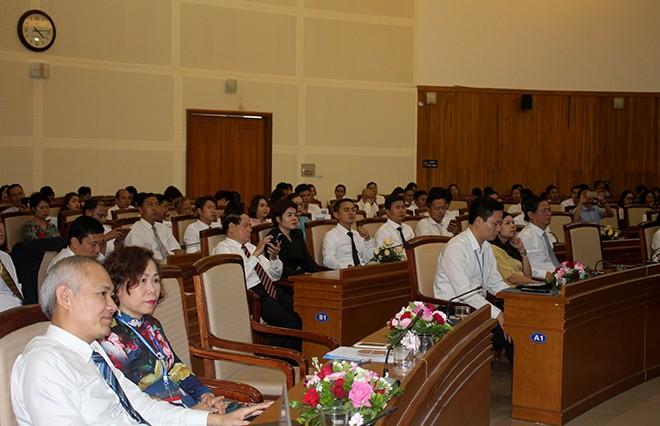Buổi gặp mặt, biểu dương các doanh nghiệp, doanh nhân trên địa bàn quận Long Biên với sự tham gia của hơn 150 doanh nghiệp, doanh nhân tiêu biểu