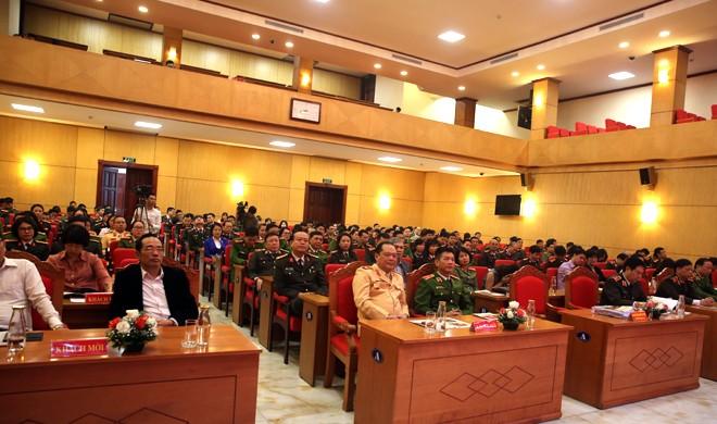 Lễ mít tinh hưởng ứng Ngày Pháp luật Việt Nam 2019 do Bộ Công an tổ chức với sự tham dự của nhiều đại biểu là lãnh đạo tổ chức Pháp chế các bộ, ngành; Trung ương Hội Luật gia Việt Nam; đại diện lãnh đạo và cán bộ làm công tác Pháp chế của Công an các đơn vị, địa phương