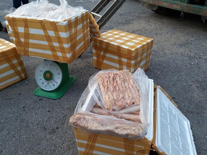 Lực lượng chức năng phát hiện nhiều phi vận chuyển, buôn bán thực phẩm bẩn trên địa bàn Hà Nội