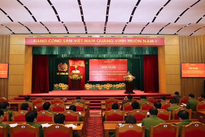 Hội nghị với sự tham dự của gần 400 đại biểu là đại diện lãnh đạo phụ trách công tác pháp chế các đơn vị trực thuộc Bộ, các học viện, trường đại học trong Công an nhân dân