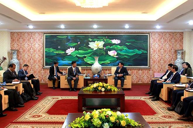 Đại tá Nguyễn Văn Viện - Phó Giám đốc CATP Hà Nội cùng đại diện lãnh đạo một số đơn vị chức năng Bộ Công an Việt Nam và CATP tiếp đoàn