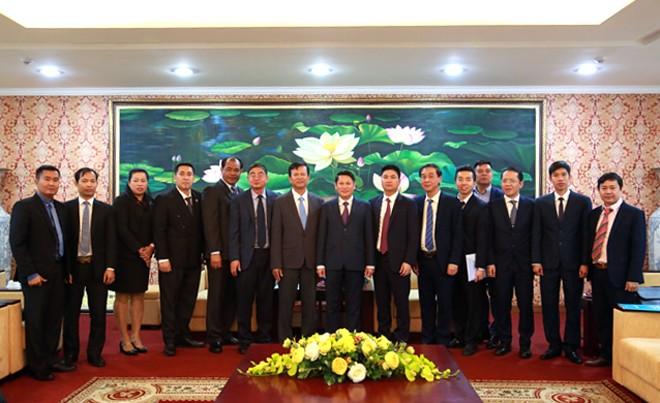 Đại diện Công an Hà Nội , phòng chức năng Bộ Công an chụp ảnh lưu niệm cùng đoàn công tác