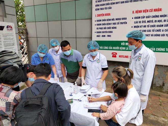 Bệnh viện CATP Hà Nội tiến hành làm thủ tục cho 38 trường hợp hết thời hạn cách ly tập trung tại đây