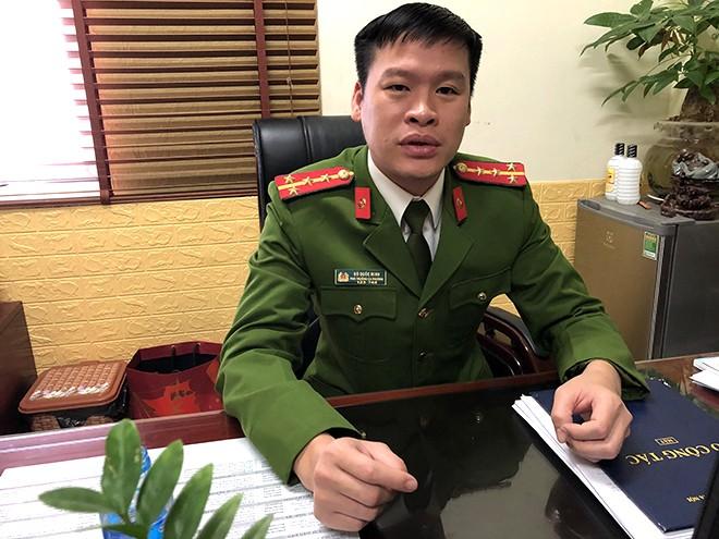 Đại uý Đỗ Quốc Minh - Phó Trưởng Công an phường Trúc Bạch trả lời phỏng vấn phóng viên Báo ANTĐ