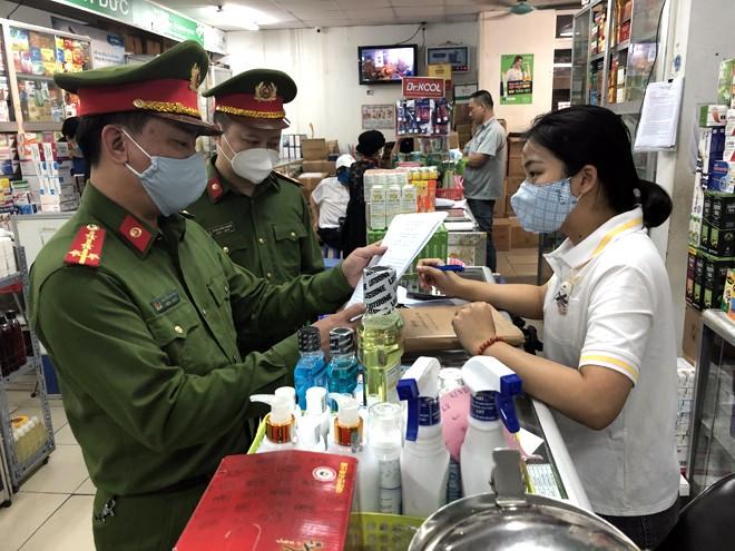 """Bất ngờ """"đột kích"""" chợ thuốc Ngọc Khánh mùa dịch Covid-19 ảnh 1"""