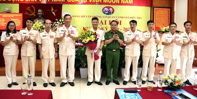 Ban chấp hành Đảng bộ Văn phòng Cơ quan CSĐT - CATP Hà Nội khóa mới nhiệm kỳ 2020-2025 ra mắt Đại hội