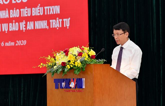 Đồng chí Nguyễn Đức Lợi - Uỷ viên Trung ương Đảng, Tổng Giám đốc TTXVN phát biểu khai mạc hội nghị
