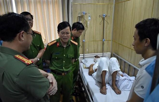Ban Giám đốc Công an tỉnh Ninh Bình thăm hỏi, động viên Thượng úy Phan Quang Ngọc