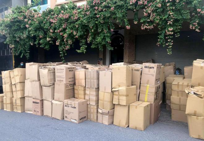 300 thùng khẩu trang không rõ nguồn gốc được lực lượng chức năng thu giữ và xử lý theo pháp luật