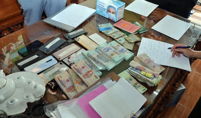 Tang vật liên quan đến đường dây đánh bạc do Nguyễn Quang Vinh cầm đầu
