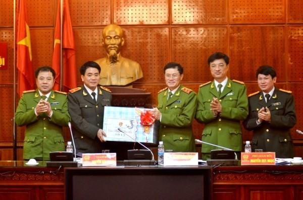 Trung tướng Đỗ Kim Tuyến chúc mừng CATP Hà Nội