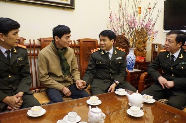 Thiếu tướng Nguyễn Đức Chung thăm, chúc Tết nguyên lãnh đạo CATP và CBCS mắc bệnh nặng ảnh 4