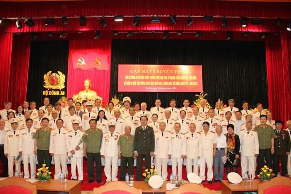 Bộ trưởng Trần Đại Quang và các đồng chí đại biểu tại buổi gặp mặt