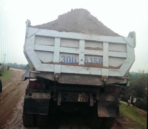 Chiếc xe chở quá tải trọng gần 14 tấn