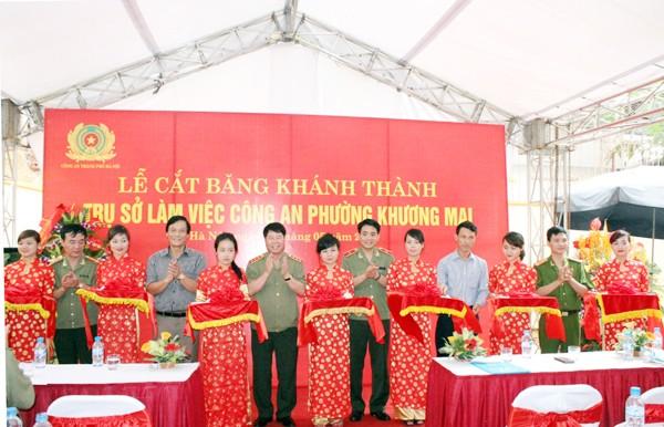 Thượng tướng Bùi Văn Nam, Thiếu tướng Nguyễn Đức Chung và các vị đại biểu cắt băng khánh thành trụ sở CAP Khương Mai