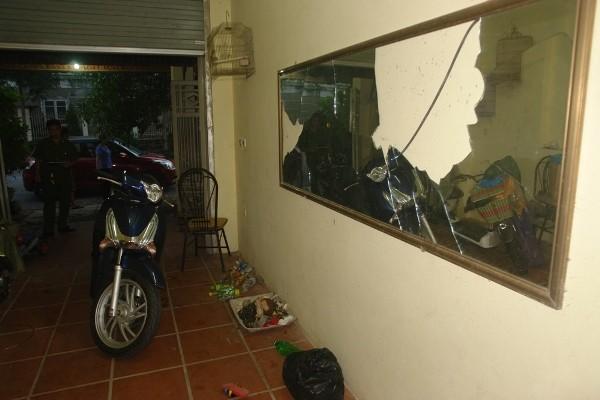Gương và vô tuyến bị đối tượng Lương đập vỡ