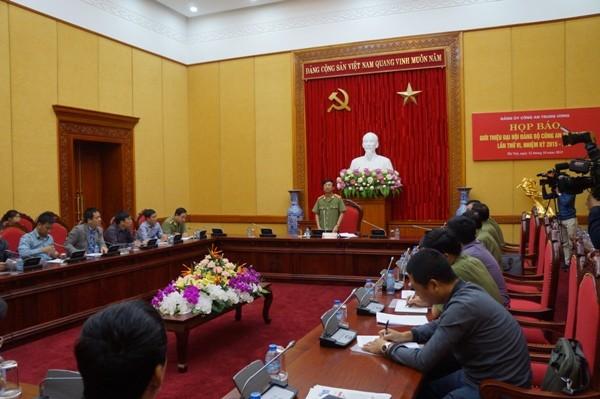 Thượng tướng Đặng Văn Hiếu phát biểu tại buổi họp báo