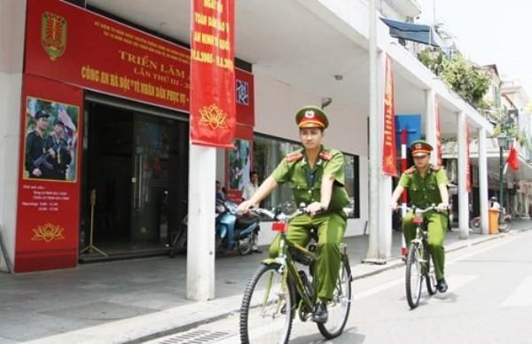 CSTT Công an phường tuần tra bằng xe đạp