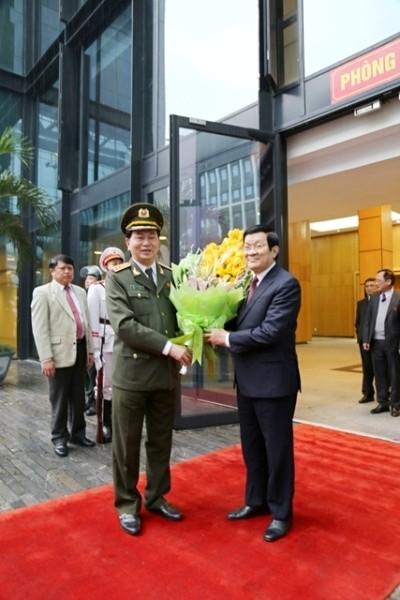 Bộ trưởng Trần Đại Quang chúc mừng và cảm ơn Chủ tịch nước Trương Tấn Sang đến dự hội nghị