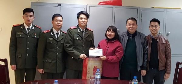 Những món quà thắm nghĩa tình đồng đội được trao tận tay đoàn viên gặp hoàn cảnh khó khăn