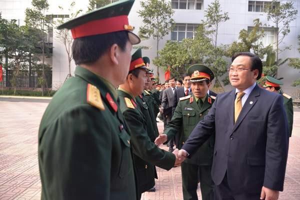 Bí thư Thành ủy Hoàng Trung Hải thăm hỏi, chúc mừng Ban lãnh đạo Bộ Tư lệnh Thủ đô