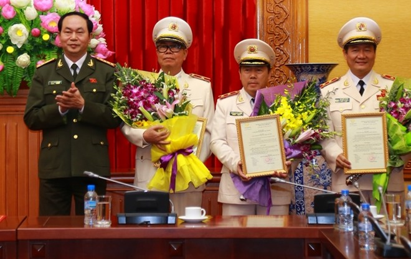 Bộ trưởng Trần Đại Quang chúc mừng các đồng chí được thăng cấp bậc hàm cấp Tướng CAND