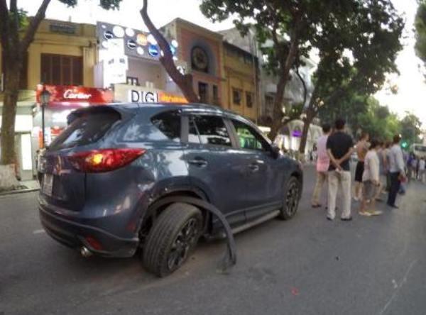Cô gái trẻ tử vong sau khi xe buýt đâm trúng ô tô 5 chỗ ảnh 2