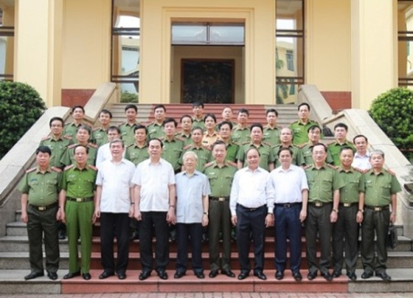 Tổng Bí thư Nguyễn Phú Trọng, Chủ tịch nước Trần Đại Quang, Thủ tướng Chính phủ Nguyễn Xuân Phúc, cùng các đại biểu tham dự buổi Lễ.