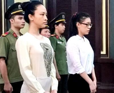 Hai bị cáo Nga, Dung tại phiên xét xử