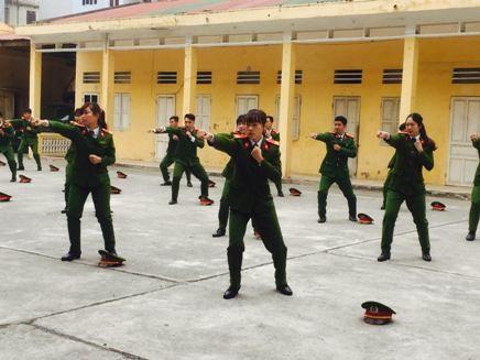 Tiểu đoàn Cảnh sát cơ động đặc nhiệm rèn điều lệnh, võ thuật ảnh 2
