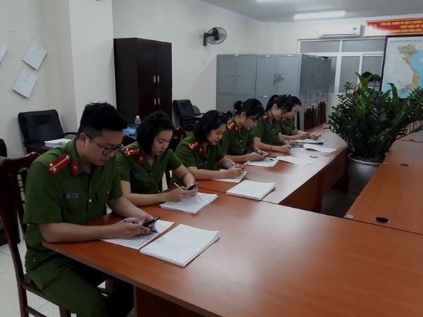 Sáng kiến nhắn tin đến công dân để thông báo tiến độ trả CCCD đã là công việc thường nhật của CBCS đội 2