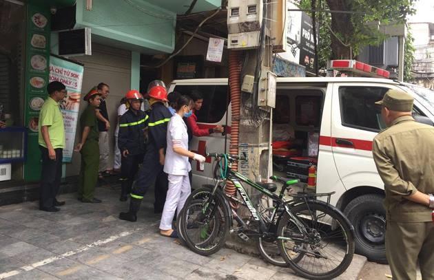 Lực lượng chức năng đến hiện trường vụ cháy