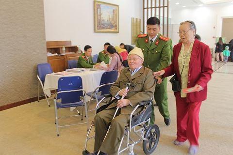 Tận tình phục vụ nhân dân - nét đẹp của Công an Hà Nội