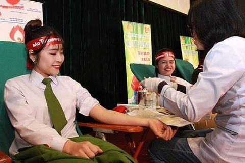 Chiến sỹ Công an Hà Nội tham gia hiến máu