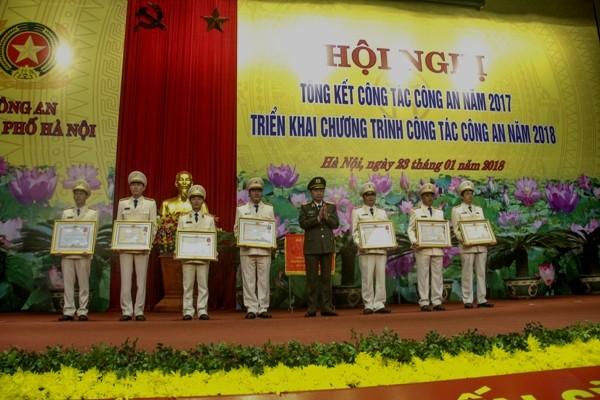 Vinh danh những tập thể, cá nhân lập thành tích xuất sắc trong công tác, chiến đấu và phục vụ nhân dân