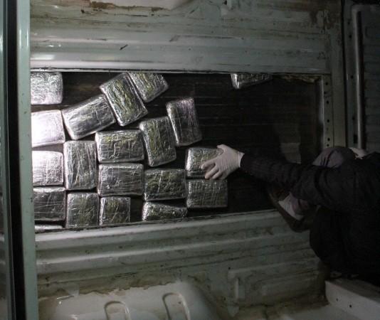 Gia cố sàn ô tô, tạo khoang chứa 210.000 viên ma túy tổng hợp