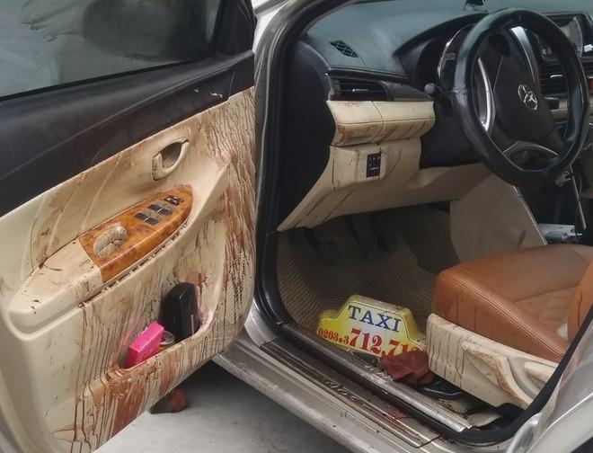Đối tượng Tuân điều khiển xe ô tô vẫn dính đầy máu, chở bạn gái đi chơi