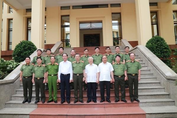 Tổng Bí thư Nguyễn Phú Trọng, Chủ tịch nước Trần Đại Quang, Thủ tướng Chính phủ Nguyễn Xuân Phúc; Bộ trưởng Tô Lâm cùng các đại biểu dự hội nghị