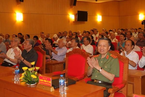 Bộ trưởng Tô Lâm cùng các đại biểu tham dự buổi gặp mặt