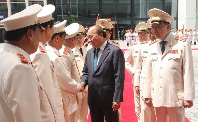 Thủ tướng Nguyễn Xuân Phúc cùng các đồng chí lãnh đạo Bộ Công an