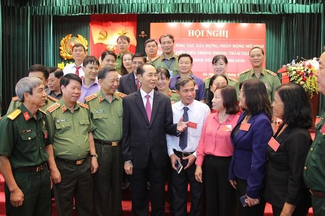 Chủ tịch nước Trần Đại Quang, Bộ trưởng Tô Lâm trò chuyện, trao đổi cùng đại biểu dự hội nghị