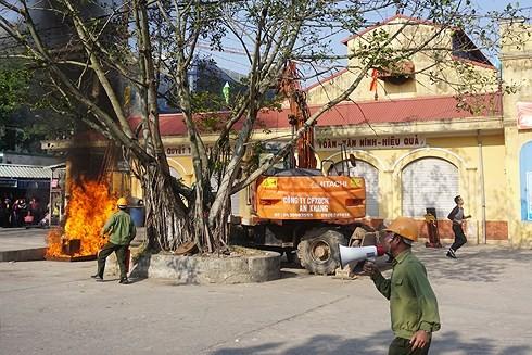 Người dân xã Ninh Hiệp, Gia Lâm tham gia diễn tập PCCC